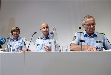 Norway's Police Director Oeystein Maeland (C), Police Chief of the northern Buskerud police district which has jurisdiction over Uoeya island, Sissel Hammer (L) and Chief of Police in Oslo Anstein Gjengedal speaks to the media August 13, 2012. REUTERS/Cornelius Poppe/NTB Scanpix