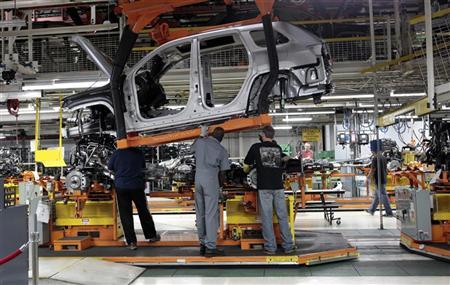 Chrysler Group assembly workers lower the frame onto the chassis for Chrysler Jeeps, Grand Cherokees and Dodge Durangos at the Chrysler Jefferson North auto plant in Detroit, Michigan April 28, 2011. Chrysler Group LLC, which came to the brink of collapse before a federal bailout in 2009, plans to fully repay more than $7 billion in loans from the U.S. and Canadian governments by the end of June. REUTERS/Rebecca Cook