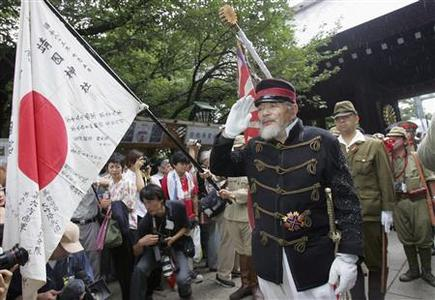 Japanese men in old Japanese military costumes salute as they visit the Yasukuni Shrine in Tokyo in this August 15, 2006 file photo. Bitter memories and current rivalries are straining Japan's ties with China and South Korea nearly seven decades after Tokyo's defeat in World War Two, raising the risk of ruptures as all three nations head for leadership changes. REUTERS/Toru Hanai/Files