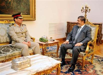 Egypt's President Mohamed Mursi (R) meets with Egypt's new Defence Minister Abdel Fattah al-Sissi at the presidential palace in Cairo, August 13, 2012. REUTERS/Egyptian Presidency/Handout