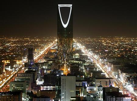 The Kingdom Tower stands in the night in Riyadh November 16, 2007. REUTERS/Ali Jarekji
