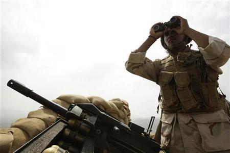 A Saudi soldier looks through his binoculars at the Khoba frontline border with Yemen, January 27, 2010. REUTERS/Fahad Shadeed
