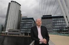 Mark Thompson poses for media on a visit to Media City the company's new northern headquarters in Salford, northern England May 10, 2011. REUTERS/Nigel Roddis