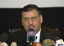 Экс-премьер Сирии Рияд Хиджаб на пресс-конференции в Аммане 14 августа 2012 года. Сирийскому президенту Башару Асаду подконтрольны менее трети территории страны и его дни у власти сочтены, заявил во вторник бывший премьер Сирии, бежавший из страны и появившийся впервые на публике после перехода в оппозицию. REUTERS/Majed Jaber