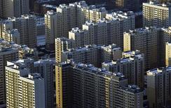 Вид на жилые дома с высоты Останкинской телебашни в Москве 7 февраля 2012 года. Власти Москвы хотят доверить молодому столичному профессионалу руководство архитектурным комплексом 11,5-миллионного мегаполиса, которому Кремль велел удвоиться в размерах за десятки миллиардов казенных долларов. REUTERS/Anton Golubev