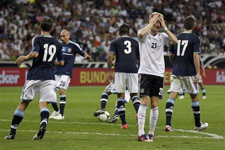 Germany's Marco Reus (2nd R) reacts during their friendly match against Argentina in Frankfurt August 15, 2012. REUTERS/Alex Domanski