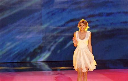 Singer Taylor Swift walks on stage at the Teen Choice Awards at the Gibson amphitheater in Universal City, California July 22, 2012. REUTERS/Mario Anzuoni