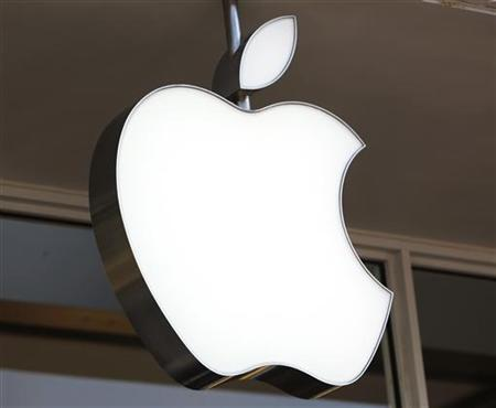 The company's logo is seen on the Apple store in Washington October 6, 2011. REUTERS/Yuri Gripas