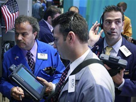 8月15日、上場したインターネット企業の株価が相次いで急落しているため、米ベンチャーキャピタルには株式売却圧力が生じている。ニューヨーク証券取引所で7月撮影(2012年 ロイター/Brendan McDermid)