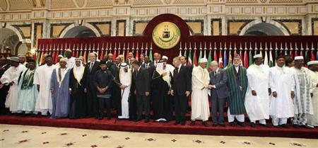 Leaders of Islamic countries pose during the official photo taking session of the Organisation of Islamic Conference (OIC) summit in Mecca August 14, 2012. REUTERS/Susan Baaghil