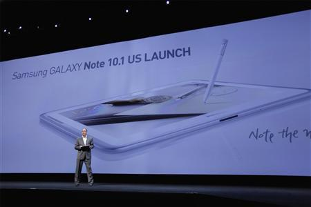 Tim Baxter, president of Samsung Electronics America, stands on stage while unveiling the Samsung Galaxy Note 10.1 at an event in New York August 15, 2012. REUTERS/Lucas Jackson