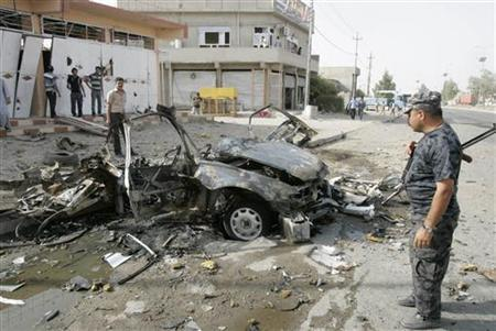 Security personnel inspect the site of a car bomb attack in Kirkuk, 250 km (155 miles) north of Baghdad, August 16, 2012. REUTERS/Ako Rasheed