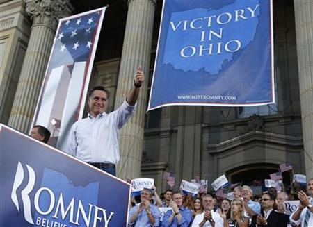 Republican U.S. presidential candidate Mitt Romney give the thumbs up to supporters at the Chillicothe Victory rally in Chillicothe, Ohio August 14, 2012. REUTERS/Shannon Stapleton