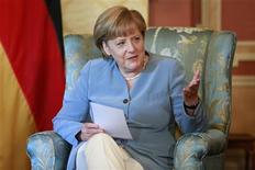 Немецкий канцлер Ангела Меркель во время визита в Оттаву, 16 августа 2012 года. Канцлер Германии Ангела Меркель в четверг поддержала антикризисную стратегию президента ЕЦБ Марио Драги и призвала европейских партнеров побыстрее проводить интеграцию бюджетных политик, заявив, что время на исходе. REUTERS/Blair Gable