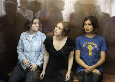 Members of the female punk band ''Pussy Riot'' (R-L) Nadezhda Tolokonnikova, Maria Alyokhina and Yekaterina Samutsevich sit in a glass-walled cage during a court hearing in Moscow, August 17, 2012. A Russian judge delivers a verdict on Friday against three members of the Pussy Riot punk band whose trial for staging an anti-Kremlin protest in a church has provoked an international outcry against President Vladimir Putin. REUTERS/Sergei Karpukhin