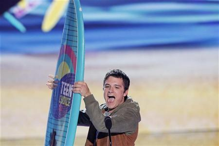 Actor Josh Hutcherson accepts the Choice Movie Actor: Sci-Fi/Fantasy Award at the Teen Choice Awards at the Gibson amphitheater in Universal City, California July 22, 2012. REUTERS/Mario Anzuoni