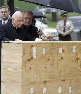 Chicago Cardinal Francis George (C) offers a graveside blessing to the remains of indigent people at Mt. Olivet cemetery on the southwest side of Chicago, Illinois, April 25, 2012. REUTERS/Frank Polich