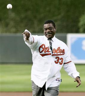 Former Baltimore Orioles first baseman and member of Major League Baseball's Hall of Fame Eddie Murray throws out the ceremonial first pitch before the Orioles' MLB American League baseball game in Baltimore, Maryland in this June 8, 2010, file photo. - U.S. securities regulators on Friday charged Hall of Fame baseball player Eddie Murray with insider trading in shares of a medical device company, an allegation the former Baltimore Orioles first baseman settled by paying a $358,151 penalty. REUTERS/Joe Giza/Files