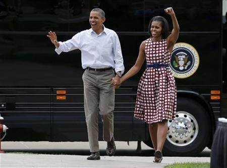 U.S. President Barack Obama and first lady Michelle Obama arrive by bus to speak at a campaign event at the Alliant Energy Amphitheater in Dubuque, Iowa, August 15, 2012. REUTERS/Larry Downing