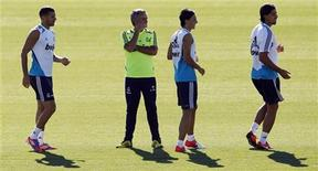 Karim Benzema (L), coach Jose Mourinho (2nd L), Mesut Ozil and Sami Khedira (R) attend a training session at Real Madrid's training grounds in Valdebebas, outside Madrid, August 16, 2012. REUTERS/Susana Vera