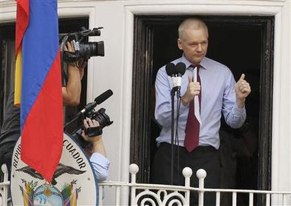 WikiLeaks founder Julian Assange gives the thumbs up sign after speaking to the media outside the Ecuador embassy in west London August 19, 2012. REUTERS/Olivia Harris