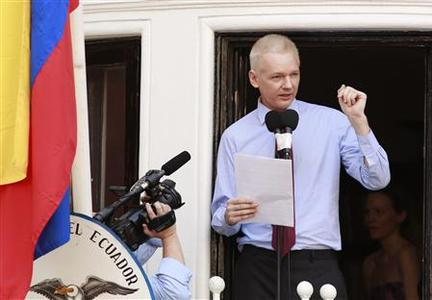 WikiLeaks founder Julian Assange speaks to the media outside the Ecuador embassy in west London August 19, 2012. Assange used the balcony of Ecuador's London embassy on Sunday to berate the United States for threatening freedom of expression and called on U.S. President Barack Obama to end what he called a witch-hunt against WikiLeaks. REUTERS/Olivia Harris
