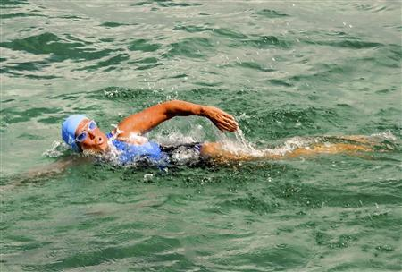 Endurance swimmer Diana Nyad swims off as she begins a more than 100-mile trip across the Florida Straits to the Florida Keys, starting from Havana, Cuba, August 18, 2012. REUTERS/Christi Barli/Florida Keys News Bureau/Handout