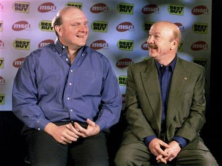 Best Buy Co Inc founder Richard Schulze talks with Microsoft President Steve Ballmer (L) in Redmond, Washington in this December 16,1999 file photograph. REUTERS/Jeff Christensen/Files