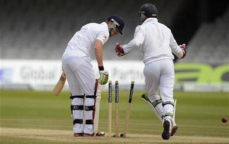 England's Jonny Bairstow is bowled by South Africa's Imran Tahir as AB de Villiers (R) looks on during the third cricket test match at Lord's in London August 20, 2012. REUTERS/Philip Brown
