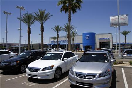Honda Accords sit parked outside SanTan Honda Superstore in Chandler, Arizona June 2, 2011. REUTERS/Joshua Lott