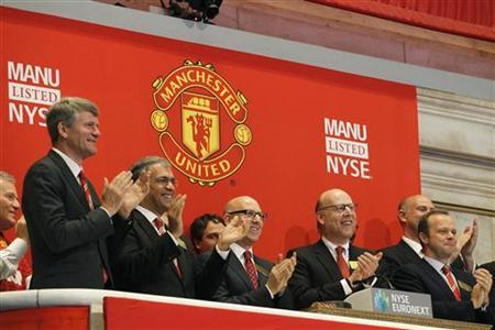 Manchester United executives and owners Joel (3rd L) and Avram Glazer (2nd R) ring the opening bell in celebration of Manchester United Ltd initial public offering on the floor of the New York Stock Exchange, August 10, 2012. REUTERS/Brendan McDermid