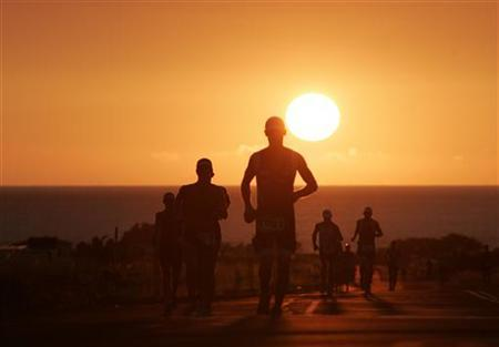 Athletes are seen running during a triathlon in Kailua-Kona, Hawaii, October 10, 2009. REUTERS/Hugh Gentry