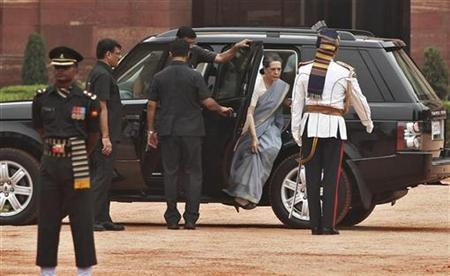 Chief of ruling Congress party Sonia Gandhi (2nd R) arrives at the forecourt of India's presidential palace Rashtrapati Bhavan to attend a ceremony for the newly elected President Pranab Mukherjee in New Delhi July 25, 2012. REUTERS/Adnan Abidi/Files