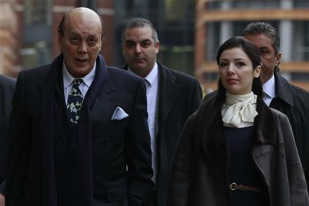 Turkish Cypriot businessman Asil Nadir arrives with his wife Nur at the Old Bailey courthouse in London January 23, 2012. REUTERS/Stefan Wermuth