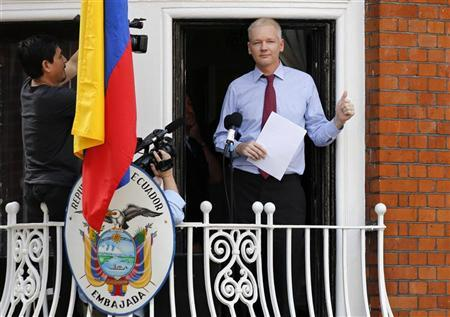 Wikileaks founder Julian Assange gestures as he prepares to speak from the balcony of Ecuador's embassy, where he is taking refuge in London August 19, 2012. REUTERS/Chris Helgren