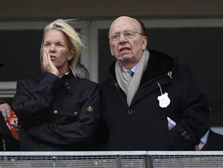 News Corp Chief Executive Rupert Murdoch (R) talks to his daughter Elisabeth Murdoch at Cheltenham Festival horse racing meet in Gloucestershire, western England March 18, 2010. REUTERS/Eddie Keogh
