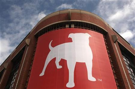 The corporate logo of Zynga Inc, the social network game development company, is shown at its headquarters in San Francisco, California April 26, 2012. REUTERS/Robert Galbraith/Files