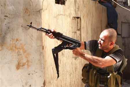 A Sunni Muslim gunman aims his rifle from the neighbourhood of Bab al-Tebbaneh in Tripoli, northern Lebanon, during clashes between Sunni Muslims and Alawites August 22, 2012. REUTERS/Stringer