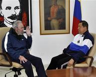 Ex-presidente cubano Fidel Castro Castro é visto durante visita ao presidente venezuelano Hugo Chávez, que se recuperava de uma cirurgia em março deste ano na cidade de Havana, em Cuba. Castro, que não aparece em público há mais de dois meses, prepara um livro com Chávez, e não está prestes a morrer, disse uma blogueira governista na quarta-feira. 02/03/2012 REUTERS/Miraflores Palace/Handout