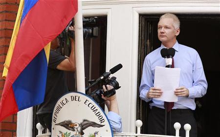 WikiLeaks founder Julian Assange speaks to the media outside the Ecuador embassy in west London August 19, 2012. REUTERS/Olivia Harris