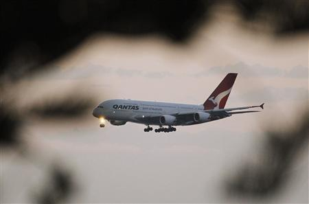 A Qantas A380 from Los Angeles lands at Kingsford Smith international airport in Sydney August 23, 2012. REUTERS/Daniel Munoz