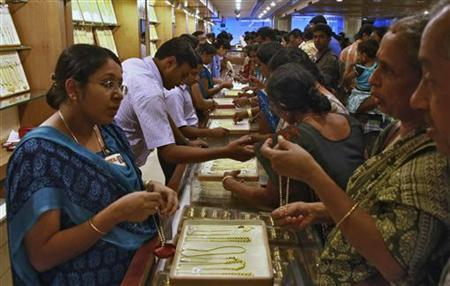 Customers crowd at a gold jewellery showroom on the occasion of Akshaya Tritiya, a major gold buying festival in the southern Indian city of Kochi April 24, 2012. REUTERS/Sivaram V/Files