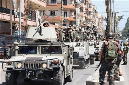 Lebanese army soldiers deploy in the Sunni Muslim-dominant neighbourhood of Bab al-Tebbaneh in Tripoli, northern Lebanon, after sectarian clashes between Sunni Muslims and Alawites, August 23, 2012. REUTERS/Stringer