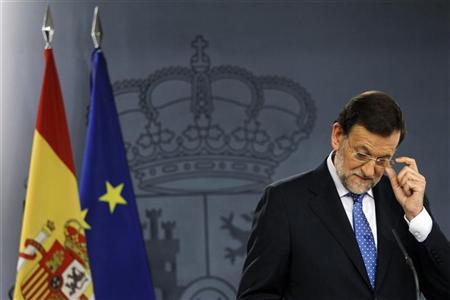 Spain's Prime Minister Mariano Rajoy gestures during a news conference at Madrid's Moncloa Palace August 3, 2012. REUTERS/Susana Vera