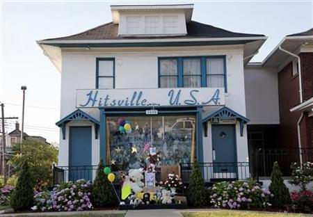 A memorial for 'King of Pop' Michael Jackson is seen on the steps of Hittsville U.S.A, the original Motown Studios, in Detroit, Michigan June 26, 2009. REUTERS/Rebecca Cook