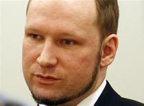 Андерс Брейвик слушает вердикт суда в Осло, 24 августа 2012 года. Норвежский суд признал в пятницу Андерса Брейвика вменяемым и назначил ему максимальное наказание - 21 год тюрьмы - за убийство 77 человек в прошлом году. REUTERS/Stoyan Nenov