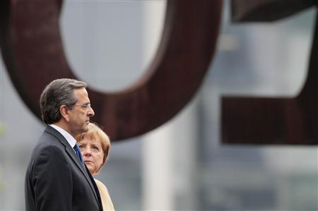 German Chancellor Angela Merkel (R) and Greek Prime Minister Antonis Samaras attend a welcome ceremony before talks in Berlin, August 24, 2012. REUTERS/Tobias Schwarz