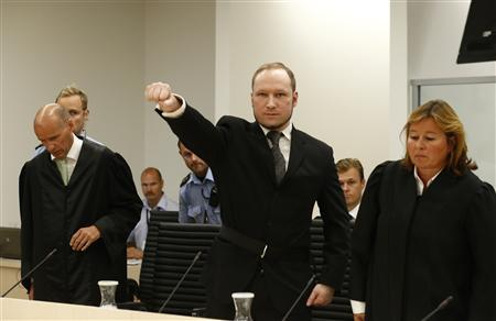 Norwegian mass killer Anders Behring Breivik (C) gestures as he arrives in the court room at Oslo Courthouse August 24, 2012. The Norwegian court delivers its verdict in the ten-week trial of gunman Breivik on Friday, deciding whether to send the anti-Muslim militant to jail or a mental hospital for the massacre of 77 people last summer. REUTERS/Heiko Junge/NTB Scanpix/Pool