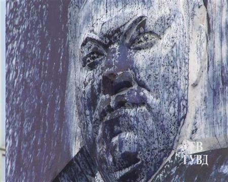 A defaced monument to the first Russian president Boris Yeltsin is seen in this undated handout image in the Urals city of Yekaterinburg, released to Reuters on August 24, 2012. Vandals defaced one of Russia's few monuments to its first post-Soviet president Boris Yeltsin on Friday, covering it with blue paint and chipping the letters of his name on the pedestal, police in his home region in the Ural Mountains said. REUTERS/Interior Ministry Press Service/Handout
