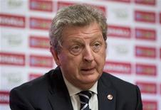 """Técnico da seleção inglesa de futebol, Roy Hodgson, comparece a entrevista coletiva para a copa de 2014 no Brasil, em Londres, na Inglaterra. A Copa do Mundo de 2014 no Brasil apresenta """"problemas logísticos"""", mas o torneio terá um tempero adicional por causa da obsessão do país com futebol, disse Hodgson na sexta-feira. 24/08/2012 REUTERS/Neil Hall"""